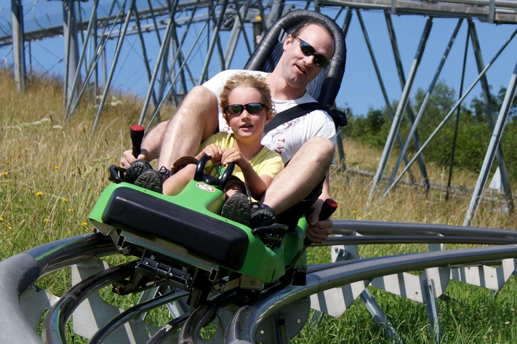 Everybody has fun in the alpine coaster